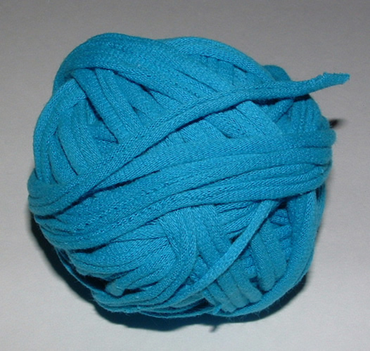 Making T-Yarn From Recycled Tee-Shirts