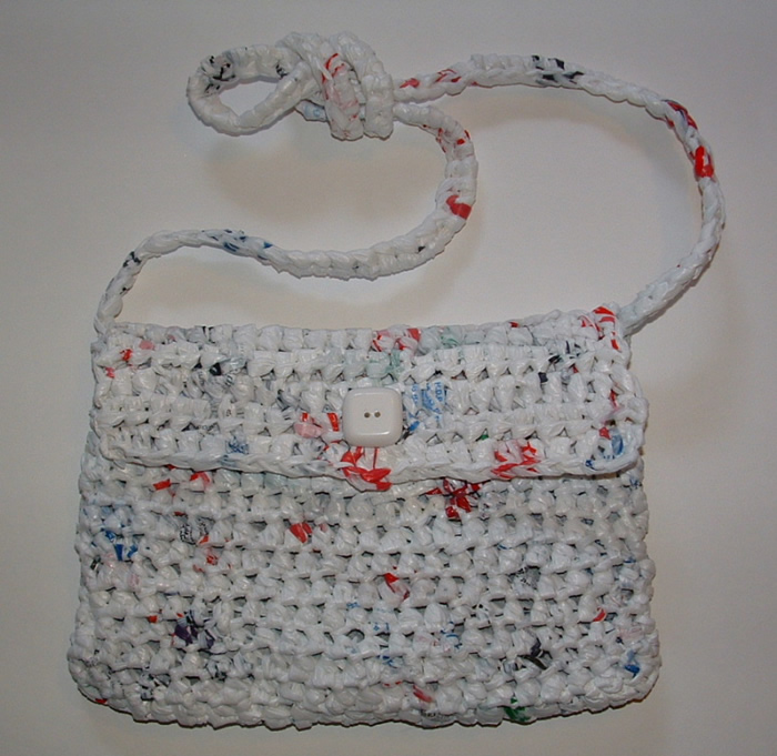 Free Crochet Patterns Plarn Bags : Lining a Crocheted Plarn Purse My Recycled Bags.com