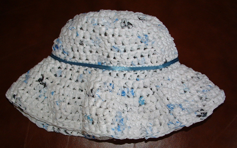 Free Crochet Patterns Plarn Bags : Floppy Plarn Hat Pattern My Recycled Bags.com